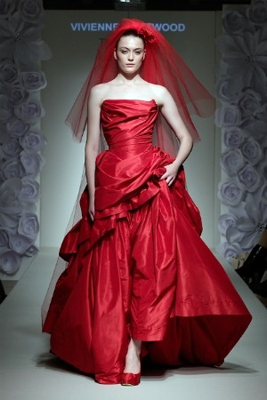 Vivienne-Westwood-red-bridal-dress-at-Luxury-Wedding-Show