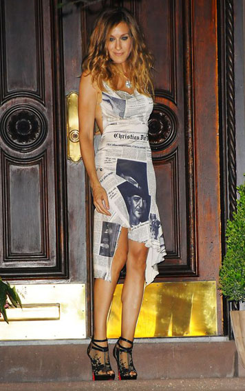 Sarah Jessica Parker ( Carrie Bradshaw ) in John Galliano's Newspaper dress I inspirational style